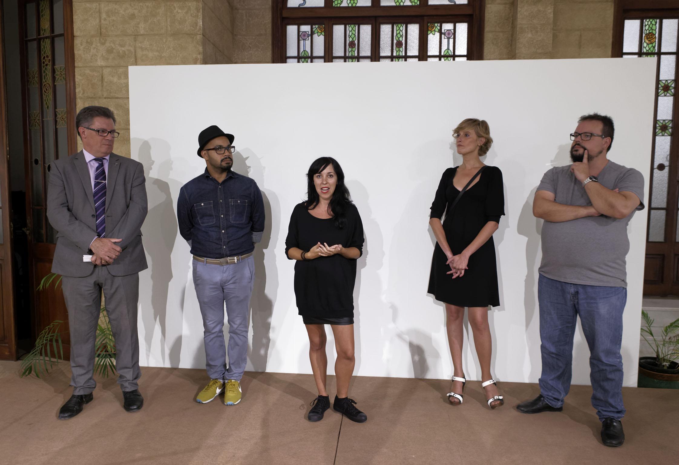 """Exposición """"DANZA /PERFORMANCE polvo y tierra, o formas de lidiar con la muerte ajena"""""""